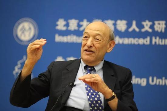 ▲邓小平的传记作家傅高义在北京大学进行演讲。(北京大学官网)