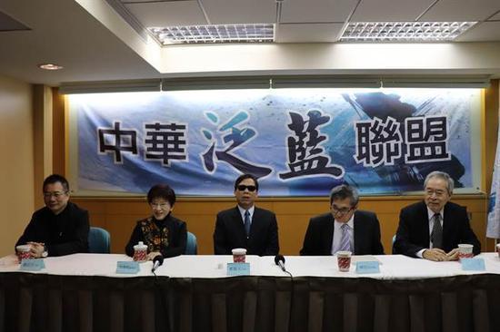中华泛蓝联盟召开新旧总召新春茶叙。(图片来源:台湾《旺报》)