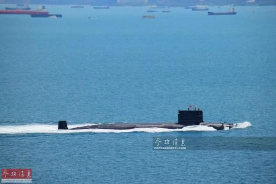 ▲材料图片:2016年6月,束缚军南海舰队潜舰编队经由过程马六甲海峡。