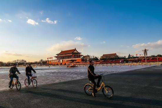 这是2017年3月5日拍摄的北京天安门城楼和长安街。新华社记者张铖 摄