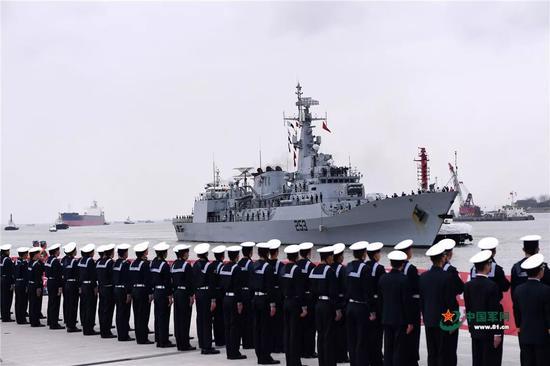 """▲资料图片:2017年11月30日,巴基斯坦海军""""赛伊夫""""号护卫舰首访上海。图为东海舰队某基地举行欢迎仪式。"""