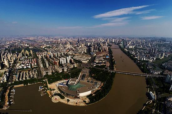 去年宁波全市实现地区生产总值9846.9亿元。视觉中国 资料