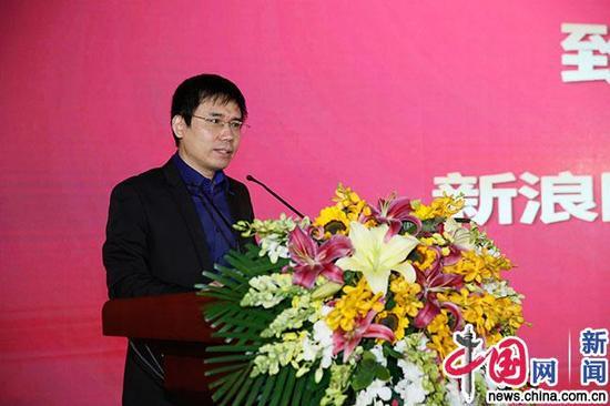 新浪网执行总编辑孟波发言。