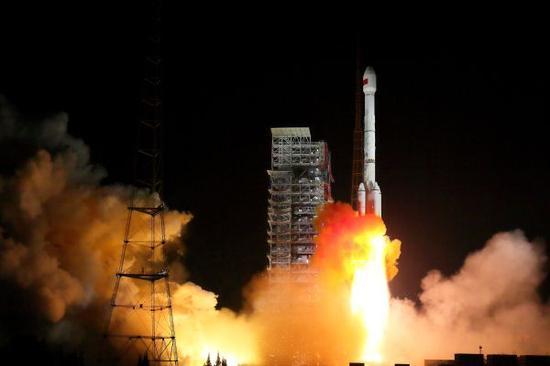"""资料图:中国""""一箭双星""""成功发射北斗三号卫星"""