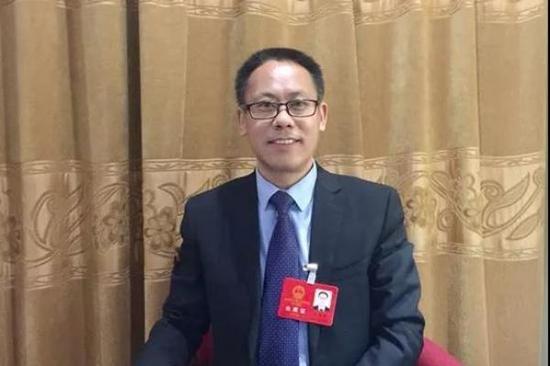 山东省人大代表、世博动漫董事长王振华。 大众网 图