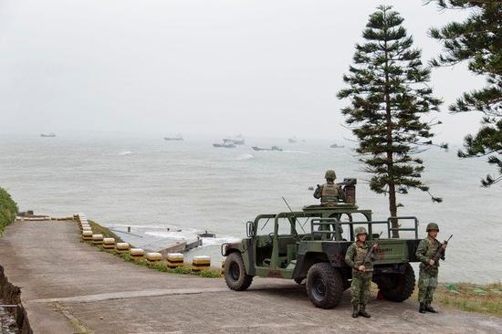 台军方在岸际部署兵力,提高警戒。(图片来源:台湾《联合报》)