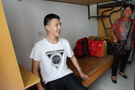 郑荣权在宿舍里。图片来自网络