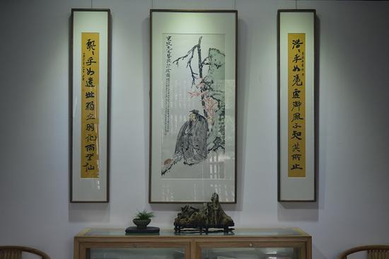 展览现场展出的西湖画会同仁合作寿苏作品