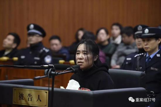 """▲2月1日,""""6·22保姆纵火案""""被告人莫焕晶在杭州中院受审。 杭州中院供图"""