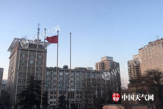 今天早晨,北京天空晴朗,气温较低,体感寒冷。