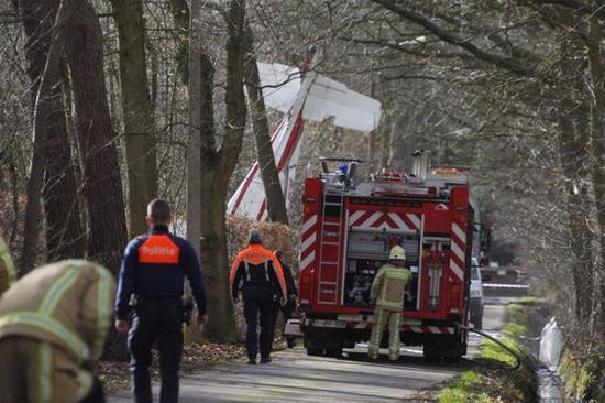 一架飞机在比利时哈瑟尔特市郊区坠毁。(图片来源:俄罗斯卫星通讯社)