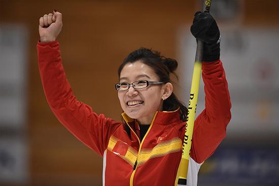 2017亚冬会女子冰壶决赛:中国12-5韩国,夺得亚冬会首枚女子冰壶金牌。