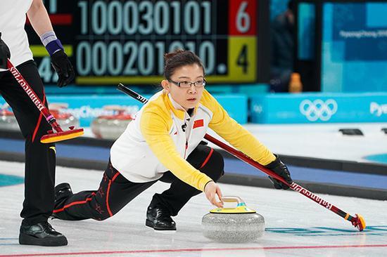 2018年2月21日,韩国,2018平昌冬奥会冰壶女子循环赛,瑞典Vs中国。 本文图片均来由 视觉中国 图