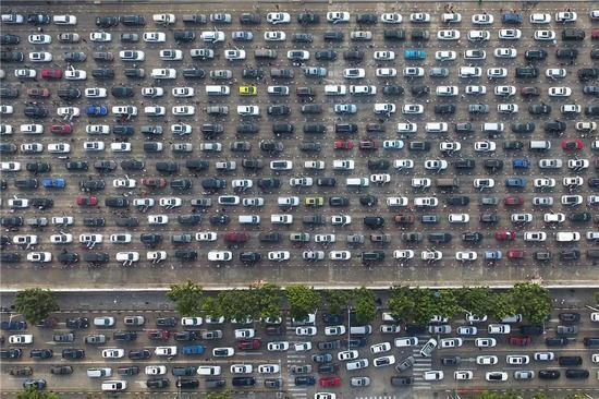 ▲2018年2月19日,春节假期过半,前来海南旅游的自驾游客陆续返程。图据东方IC