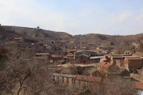 王家沟掩映在山色中。新京报记者李骁晋 摄