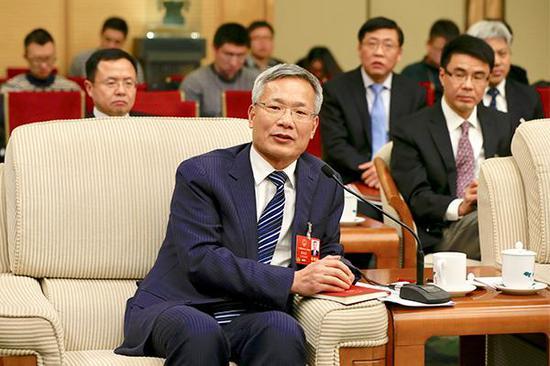 3月6日,唐海龙代表在上海代表团开放日上回答记者提问。澎湃新闻记者 赵昀 图