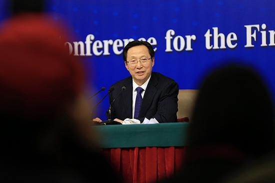 3月7日,农业部部长韩长赋出席新闻发布会。 澎湃新闻记者 赵昀 图