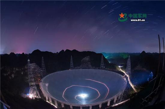 """2016年9月25日,有着""""超级天眼""""之称的500米口径球面射电望远镜(FAST)在贵州平塘的喀斯特洼坑中落成启用,吸引着世界目光。"""