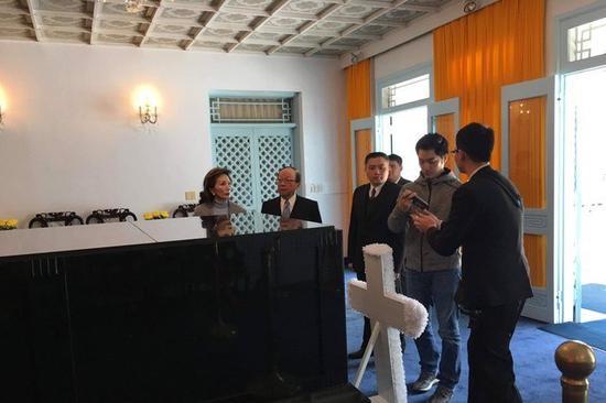 10日上午,蒋孝严、蒋万安等到慈湖查看陵寝现状。(图片来源:台媒)