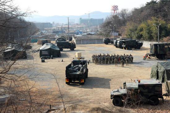 海外网3月10日电 当地时间9日上午,一名美军士兵被发现在美军驻韩国的卡罗尔(Camp Carroll)基地死亡,原因不明。