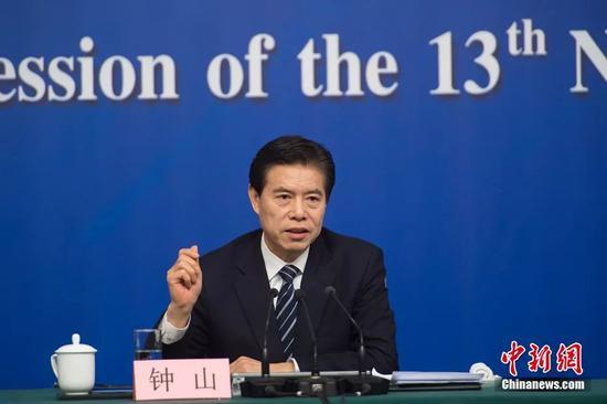 商务部部长钟山。中新社记者 李卿 摄
