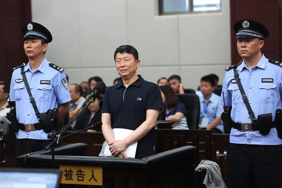 李崇禧(中)受审