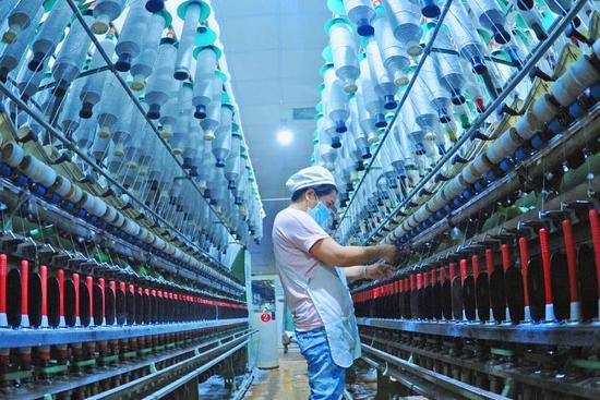 ▲江苏连云港一家纺织企业。  图/新华社