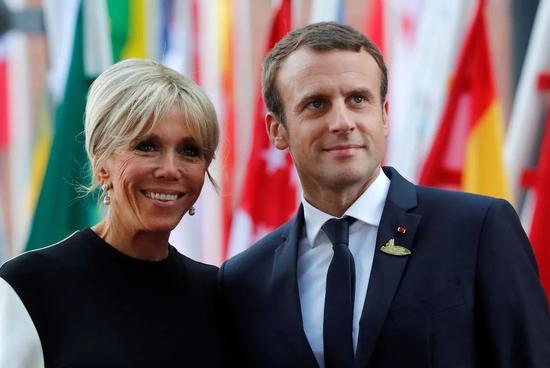 △法国总统马克龙及夫人布丽吉特