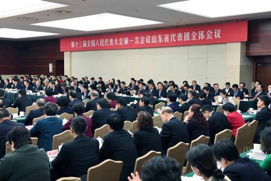 3月6日,十三届全国人大一次会议山东代表团全体会议向媒体开放。新华社 图