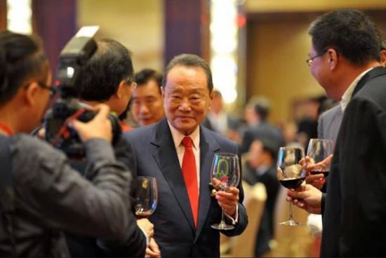 恶意指控文章被撤 大马华裔首富感谢民众