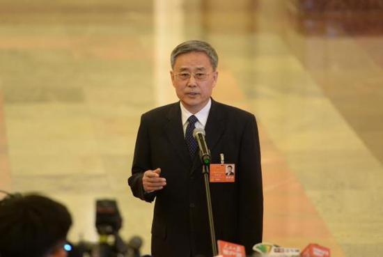 银监会主席郭树清接受采访。东方IC 图