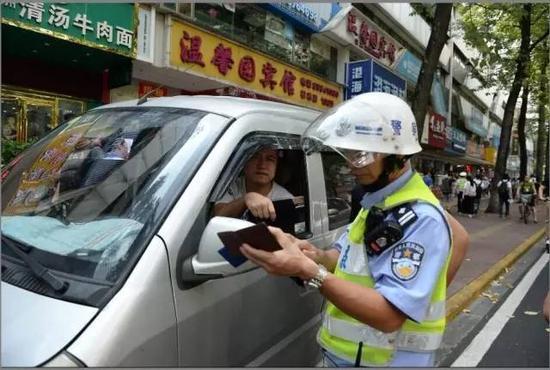 广州交警开展违法停车整治行动(资料图片)