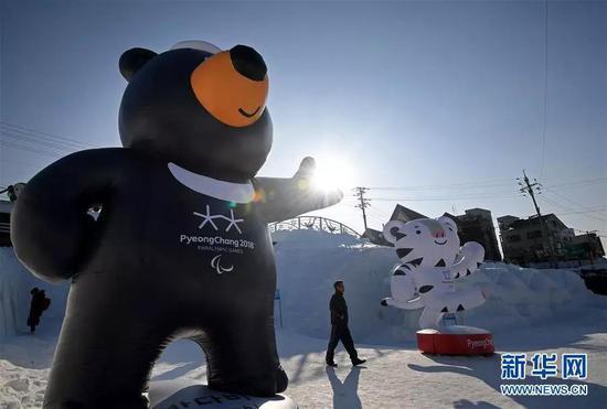 ▲2月7日在韩国平昌奥林匹克公园里拍摄的2018年冬奥会和冬残奥会吉祥物。