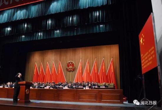 陈熙满在会上进行宪法宣誓。