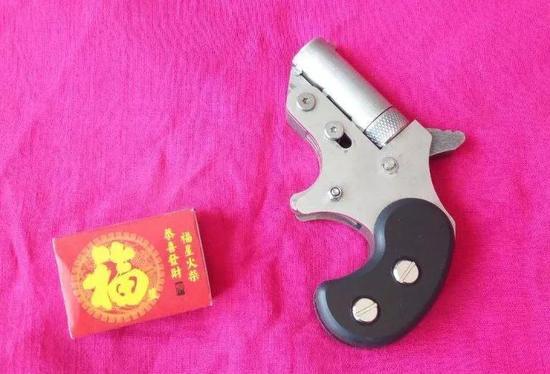 ▲郑宇哲开网店售卖火柴枪。受访者供图