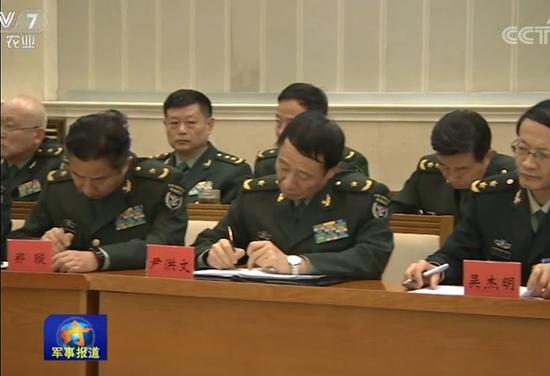 尹洪文少将(前排中) 央视新闻军事报道截图