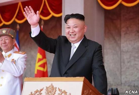 △2017年4月15日,慶祝金日成同志誕辰105周年閲兵式和平壤市群衆遊行在金日成廣場隆重舉行。