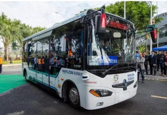 阿尔法巴智能驾驶公交。