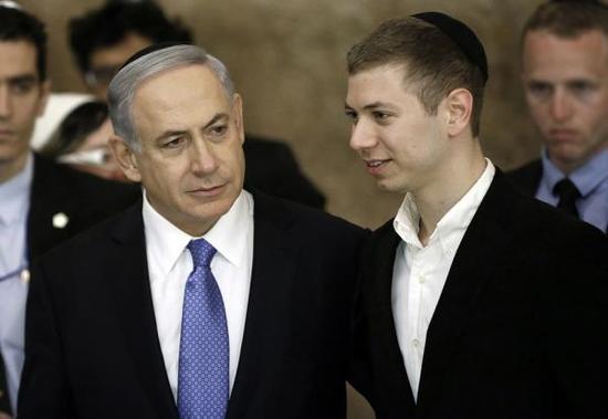 以色列总理内塔尼亚胡和儿子亚伊尔  视觉中国 资料图