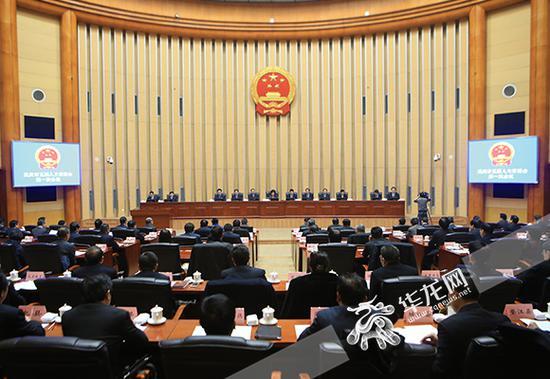 8日上午,重庆市五届人大常委会召开第一次会议。 记者 李文科 摄