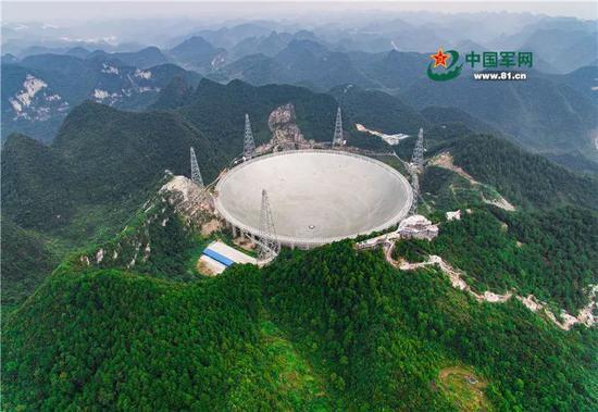 """2016年9月25日,被誉为""""天眼""""的国家重大科技基础设施500米口径球面射电望远镜(FAST)在贵州平塘落成启用。"""