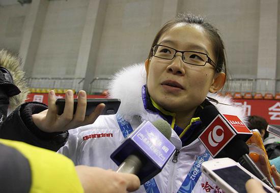 2012年1月8日,长春,2012全国冬运会冰壶比赛哈尔滨女队夺冠,王冰玉接受采访。