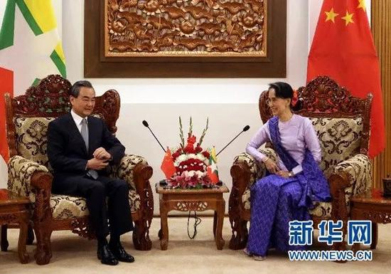 ▲11月19日,中国外交部长王毅(左)在内比都与缅甸国务资政兼外交部长昂山素季举行会谈。