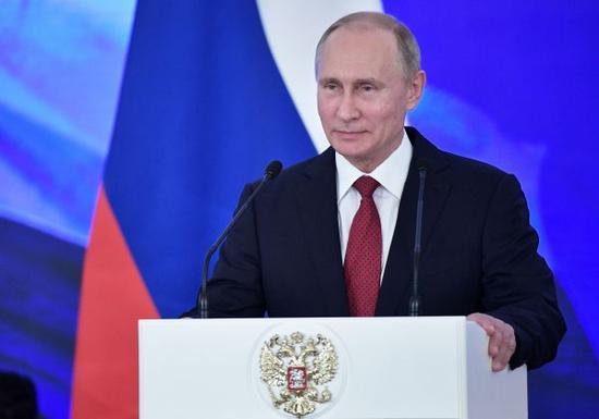 """资料图片:2017年11月4日,在俄罗斯莫斯科克里姆林宫,俄总统普京在""""人民团结日""""庆祝活动上讲话。新华社/美联"""