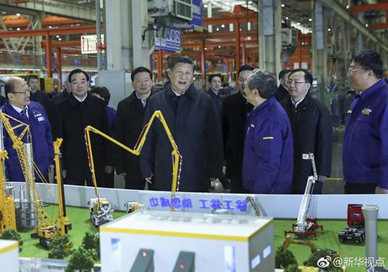 12月12日下午,习近平总书记参观徐工集团。