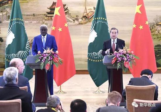 2月8日,外交部长王毅在北京与非盟委员会主席法基共同主持中国—非盟第七次战略对话。图为会后双方共见记者。新华社记者燕雁摄