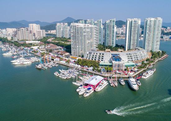 2017年12月8日,2017海天盛筵-第八届中国游艇、航空及时尚生活方式展在三亚正式开幕。  本文图片均来自视觉中国