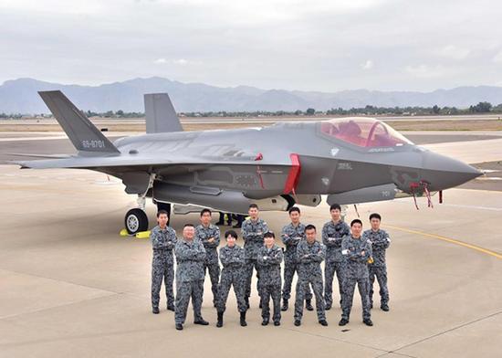 日本F-35A战斗机。