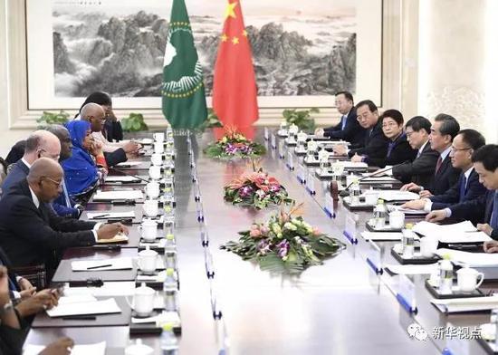 2月8日,外交部长王毅在北京与非盟委员会主席法基共同主持中国—非盟第七次战略对话。新华社记者燕雁摄
