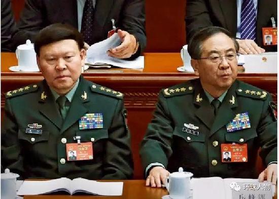 2017年3月,时任中央军委联合参谋部参谋长房峰辉(右)与时任中央军委政治工作部主任张阳参加十二届全国人大五次会议。